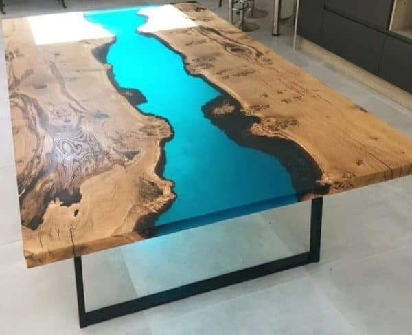 Table en bois et résine époxy